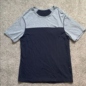 Men's lululemon short sleeve shirt.